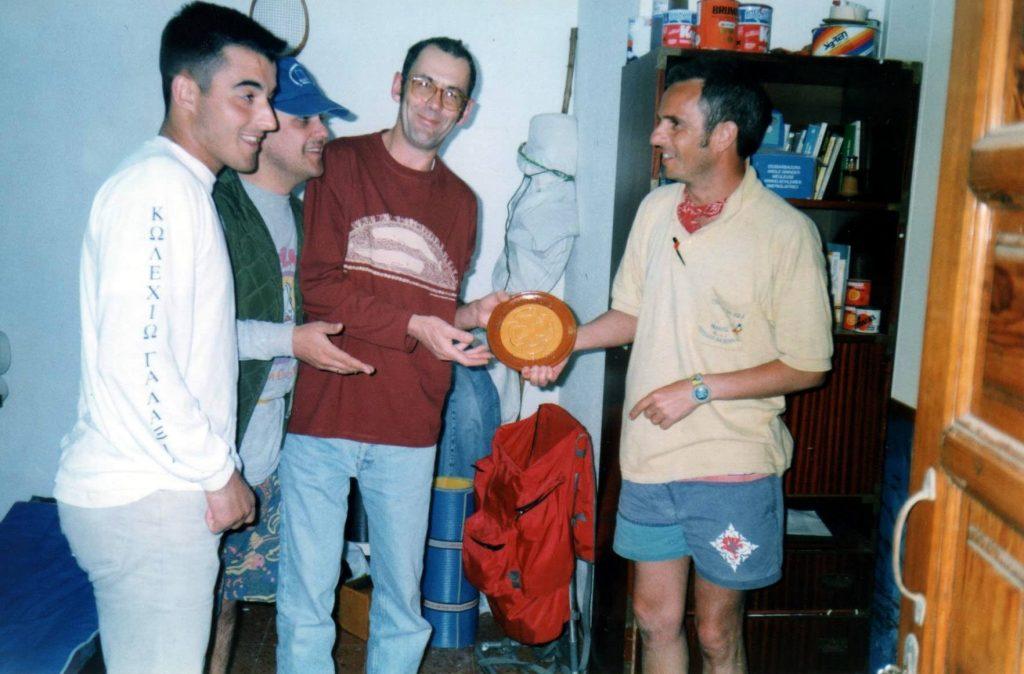 Trepa fai de anfitrión e anímase a fundar unha asociación (Semana Santa de 1997)